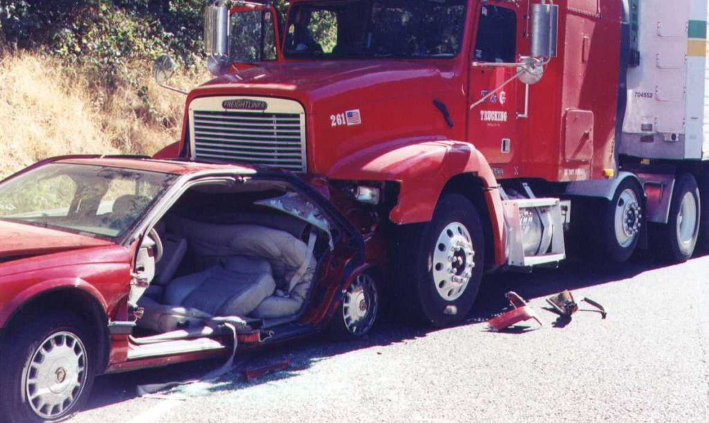El Mejor Bufete Legal de Abogados de Accidentes de Semi Camión, Abogados Para Demandas de Accidentes de Camiones Riverside California