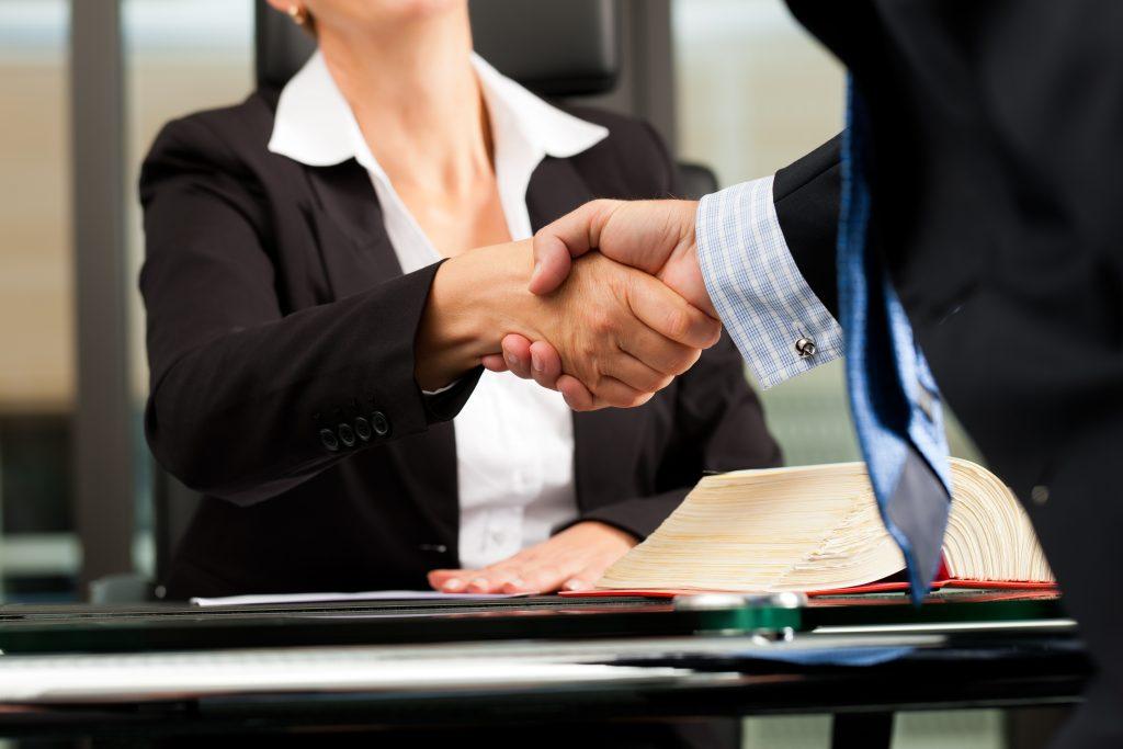 La Mejor Firma Legal de Abogados en Español de Acuerdos en Casos de Compensación Laboral, Mayor Compensación de Pago Adelantado en Riverside California